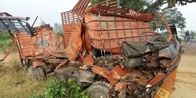 यूपी के संभल में भीषण सडक हादसा, दो वाहन की टक्कर में आठ लोंगों की मौत