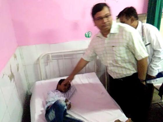 मुजफ्फरपुर हादसे के बाद प्रमुख सचिव का शामली जिला अस्पताल मैं औचक निरीक्षण