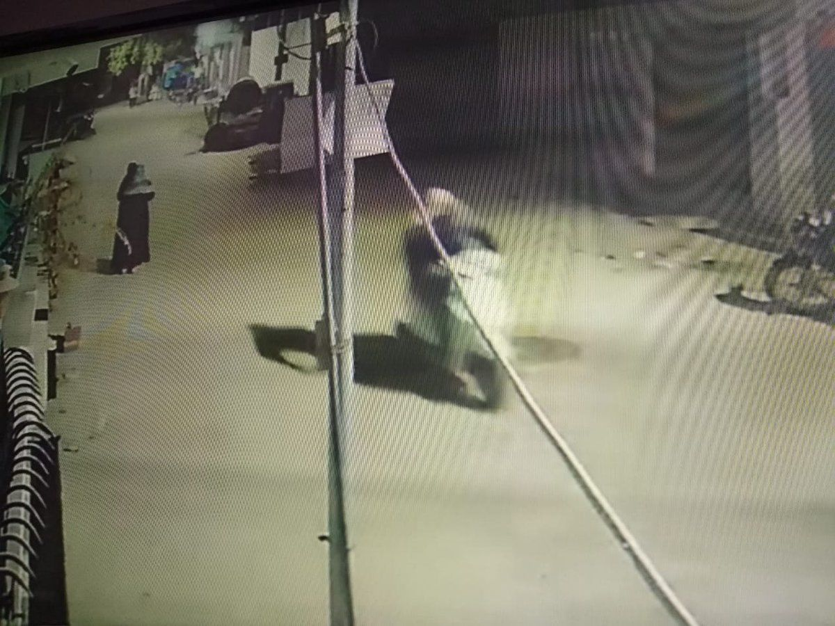 प्रयागराज में सपा पार्षद फ़ज़ल ख़ान के ऑफिस पर हुई बमबाजी