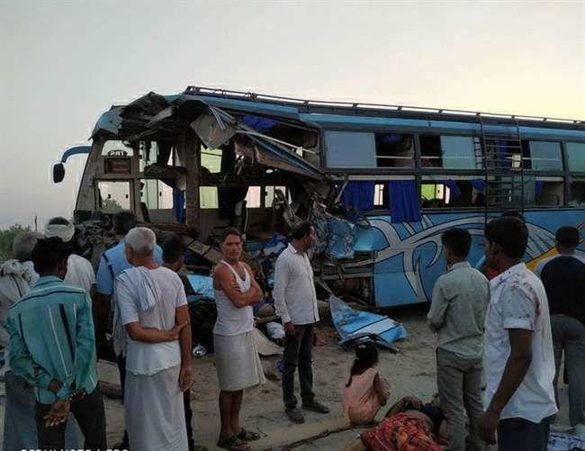 लखनऊ एक्सप्रेस वे पर बिहार की बस और ट्रक की टक्कर, हादसे में 5 लोगों की मौत और 50 लोग घायल, देखिये सूची