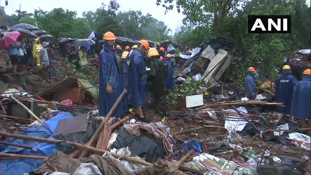 मुंबई में बारिश के बीच दीवार गिरने से बड़ा हादसा, 14 लोगों की मौत