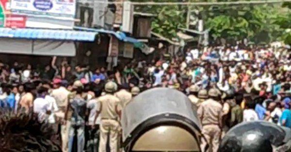 7 साल की बच्ची से रेप के प्रयास पर हिंसक हुए लोग, 40 थानों की पुलिस मौके पर