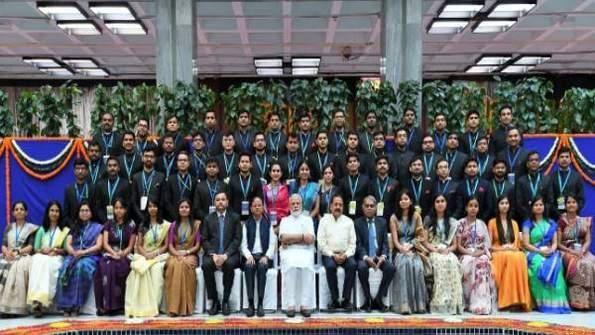 2017 बैच के आईएएस अधिकारियों से की पीएम मोदी ने मुलाकात