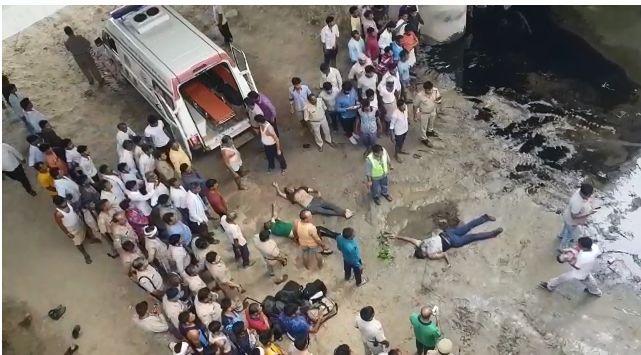 यमुना एक्सप्रेस वे पर बड़ा हादसा, रोडवेज बस नाले में गिरी 29 की मौत