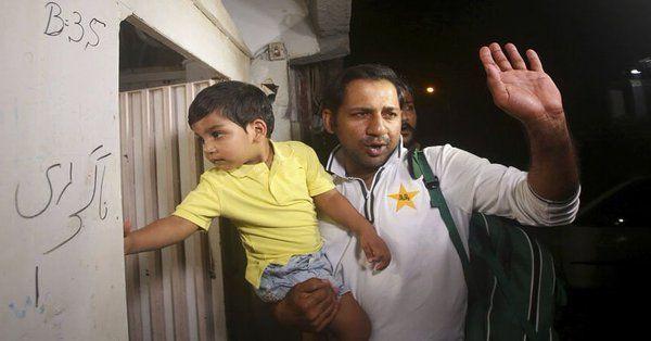 पाकिस्तान क्रिकेट टीम वर्ल्ड कप 2019 से बाहर होने के बाद लौटी स्वदेश, एयरपोर्ट पर हुआ ऐसा हाल