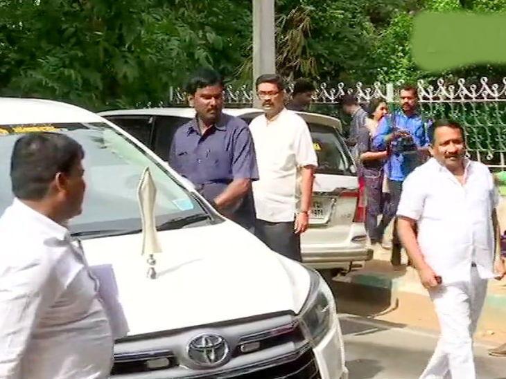 कर्नाटक में नाटक? कांग्रेस के 21 मंत्रियों का कुमारस्वामी सरकार से इस्तीफा, निर्दलीय विधायक ने भी समर्थन वापस लिया