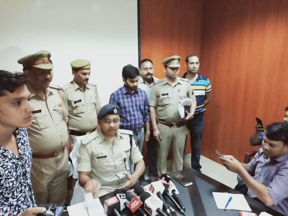 शातिर चैन लुटेरा लिया नोएडा पुलिस ने गिरफ्तार, एसपी सिटी विनीत कुमार ने दी जानकारी