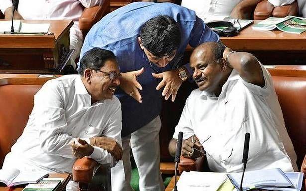 कर्नाटक का सियासी घमासान: विधानसभा अध्यक्ष ने की साफ मनाही, नहीं मानेगें राज्यपाल के निर्देश?