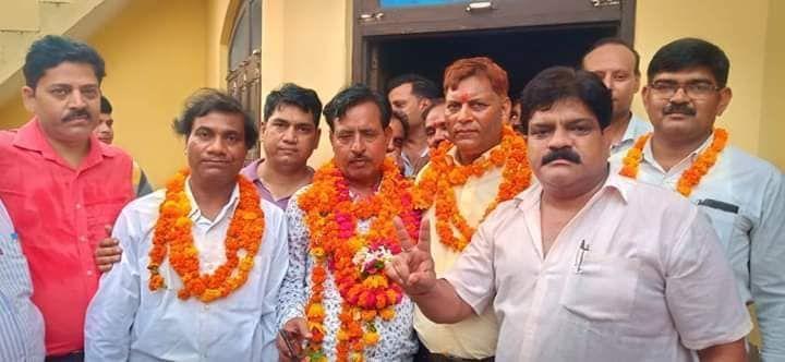 एटा : जिला कलेक्ट्रेट बार एसोसिएशन के चुनाव में विजेंद्र पाल सिंह राजपूत हुए विजयी