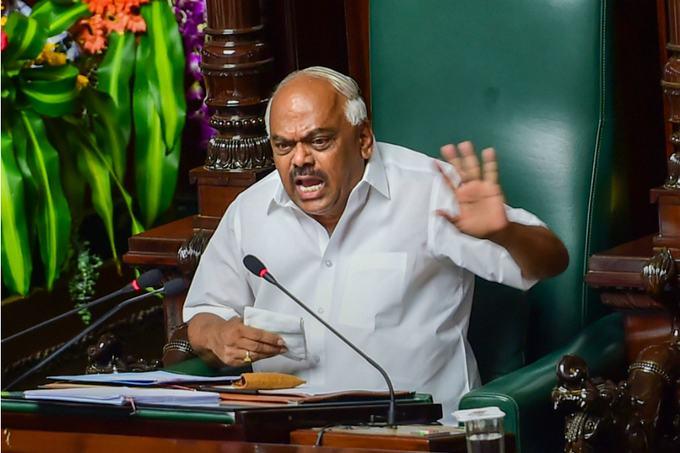 कर्नाटक विधानसभा अध्यक्ष का ऐलान, कुमार स्वामी हलकान, बचाएगा कौन?