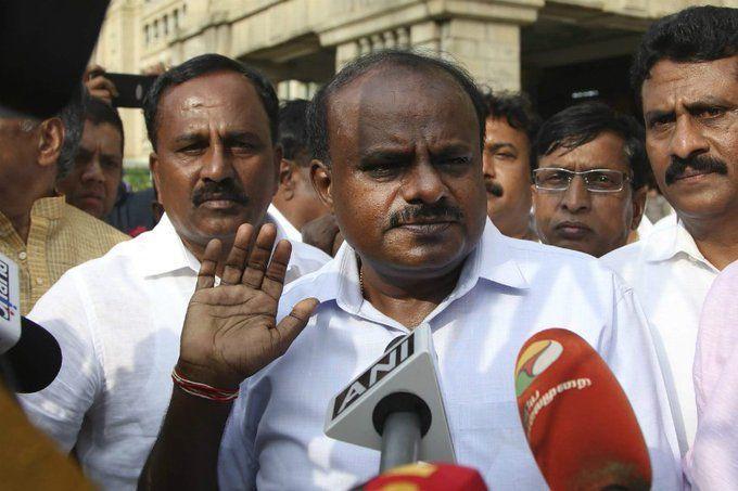Live Update: दिल्ली लाए गए कर्नाटक के बागी विधायक, उधर कुमार स्वामी का इस्तीफा वायरल