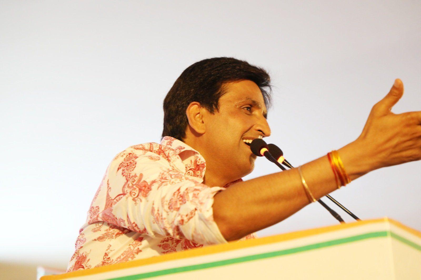 आयकर विभाग ने साहित्य के क्षेत्र में सर्वाधिक टेक्स पेय करने वाले कवि डॉ कुमार विश्वास को किया सम्मानित