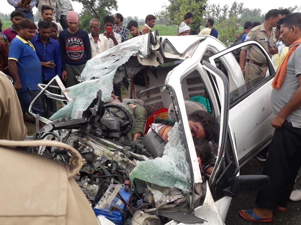 यूपी में भीषण सड़क हादसे में 6 लोगों की मौत, दो घायल
