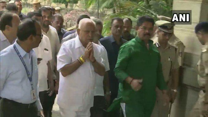 कर्नाटक: विधानसभा पहुंचे मुख्यमंत्री येदियुरप्पा, आज बहुमत साबित करेंगे, सरकार बनाने के लिए 104 का आंकड़ा जरूरी