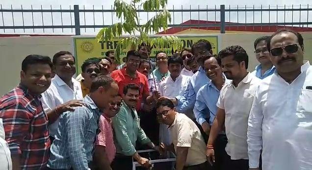मुजफ्फरनगर : रोटरी क्लब फैमिली द्वारा नवीन मंडी स्थल के बाहर किया गया वृक्षारोपण