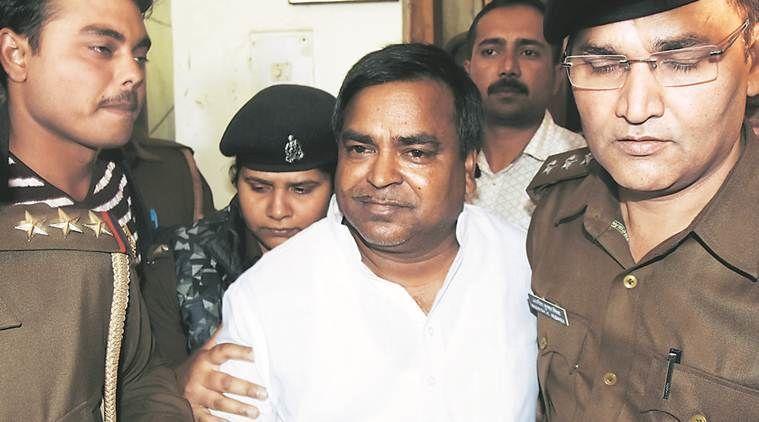 पूर्व मंत्री गायत्री प्रसाद प्रजापति और 5 IAS अफसरों समेत 16 लोगों पर बड़ी कार्रवाई, ईडी ने दो केस दर्ज किए