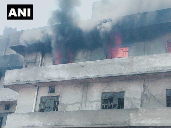 लुधियाना की होजरी फैक्ट्री में लगी आग, आग बुझाने के लिए दमकल की 8 गाड़ियां लगी
