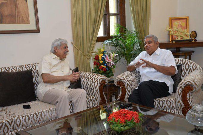 भारत के मुख्य चुनाव आयुक्त ने पश्चिम बंगाल के राज्यपाल जगदीप धनखड़ राजभवन में मुलाकात कीये