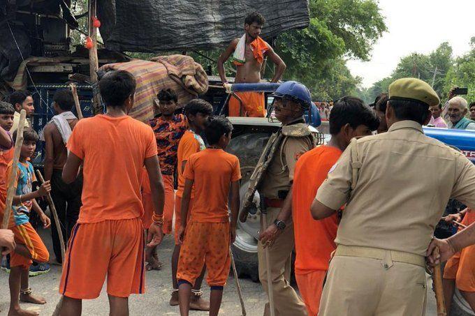 यूपी के बदायूं में कांवड़ियों पर उपद्रवियों ने किया जमकर पथराव, कई घायल