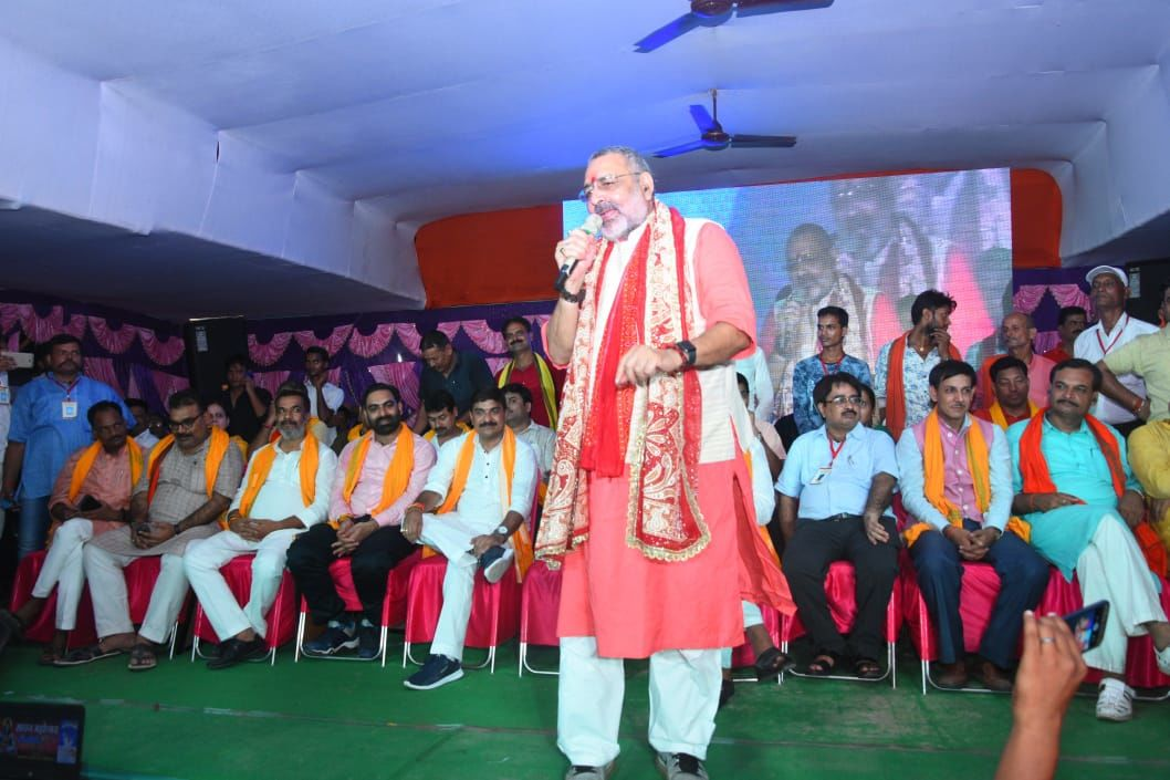 हिंदू और हिंदुत्व बचा है तभी तक देश में लोकतंत्र बचा है : गिरिराज सिंह