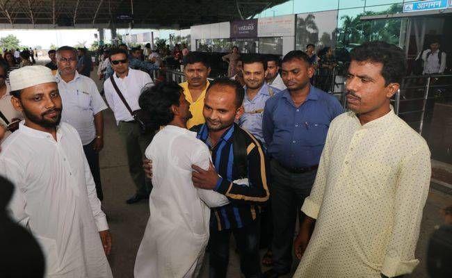 ढाई साल जहन्नुम सी जिंदगी बितायी फिर ख़ुदा बन कर आये सीएम रघुवर दास, ईद पर बिछुड़े भाइयों को मिला दिया