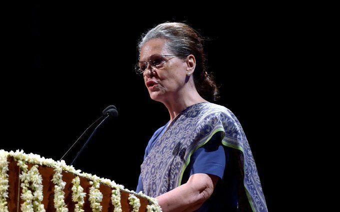कांग्रेस पार्टी के नये अध्यक्ष की कमान संभालते ही सोनिया गांधी का पहला बड़ा फैसला