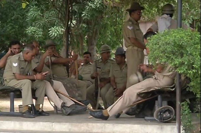 जयपुर में हुआ फिर उपद्रव, 30 वाहन तोड़े इन 15 थाना इलाकों में धारा 144 लगाई, इंटरनेट भी बंद