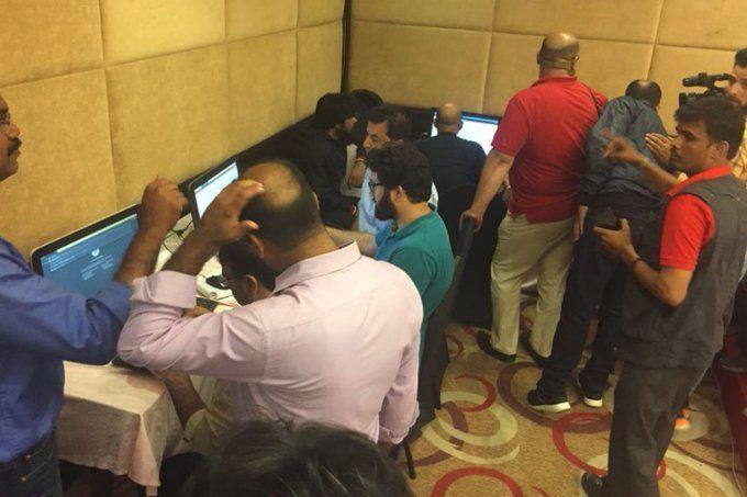 जम्मू-कश्मीर से खबर भेजने के लिए ये मुश्किलें झेल रहे पत्रकार, सुनकर हैरान रह जायेंगे पूरी बात