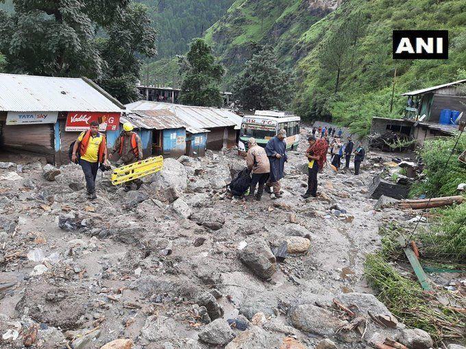 उत्तराखंड में बाढ़ का कहर : उत्तरकाशी में बादल फटने के बाद तबाही का मंजर, 17 लोगों के शव मिले