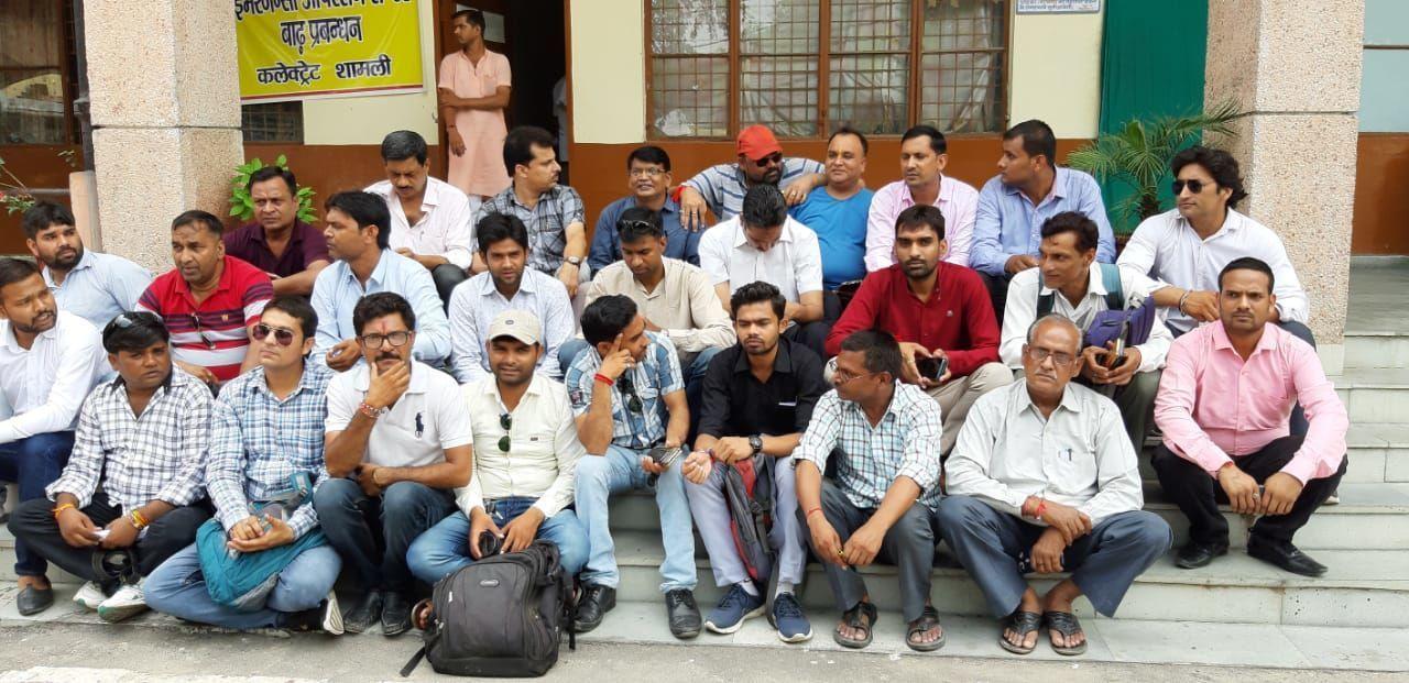 सहारनपुर में पत्रकार की हुई हत्या पर पत्रकारों में रोष, धरने पर बैठे पत्रकार