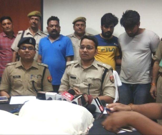 मादक पदार्थों की तस्करी करने वाले तीन तस्करों को नोएडा पुलिस ने पकड़ा