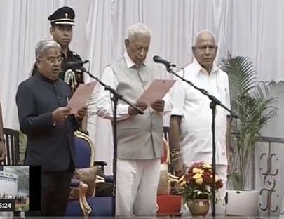 कर्नाटक : येदियुरप्पा सरकार का मंत्रिमंडल गठन, 17 विधायकों ने कैबिनेट मंत्री पद की शपथ ली
