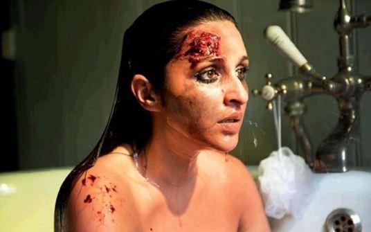 माथे पर घाव खून से सनी बाथटब में बैठी दिखीं परिणीति चोपड़ा, देखकर फैंस हुए दंग