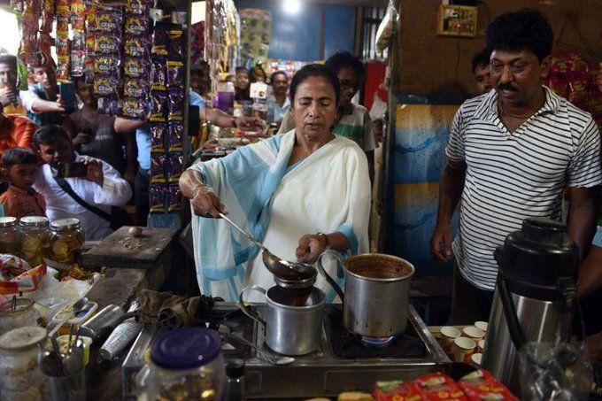 मुख्यमंत्री ममता बनर्जी ने सड़क किनारे बनाई चाय, फिर वीडियो शेयर कर लिखी ये बात