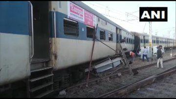 UP : कानपुर रेलवे स्टेशन की बाउंड्री तोड़ बाहर निकली ट्रेन, पटरी से उतरे चार डिब्बे