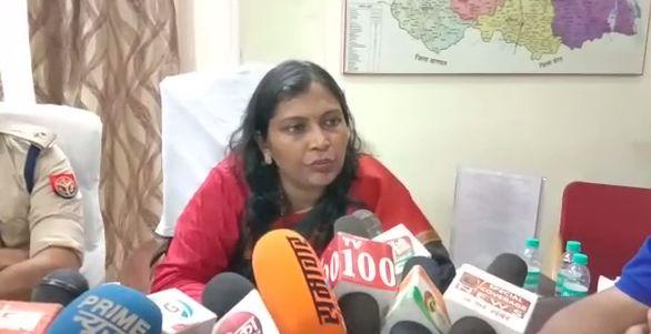 स्कूली बच्चों की सुरक्षा सर्वोपरि, स्कूलों में फीस वृद्धि नही होने दी जायेगी : DM सेल्वा कुमारी जे