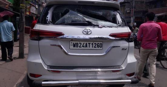 बंगाल में बीजेपी सांसद अर्जुन सिंह की गाडी पर हमला, सांसद का सिर फटा