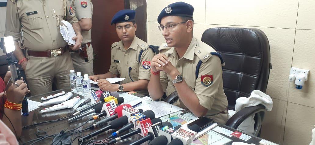 गाजियाबाद पुलिस की बड़ी सफलता, तीन शातिर अंतरराज्यीय वाहन चोर महिला के साथ मिल कर करते थे ऑटो में बैठा कर लूट
