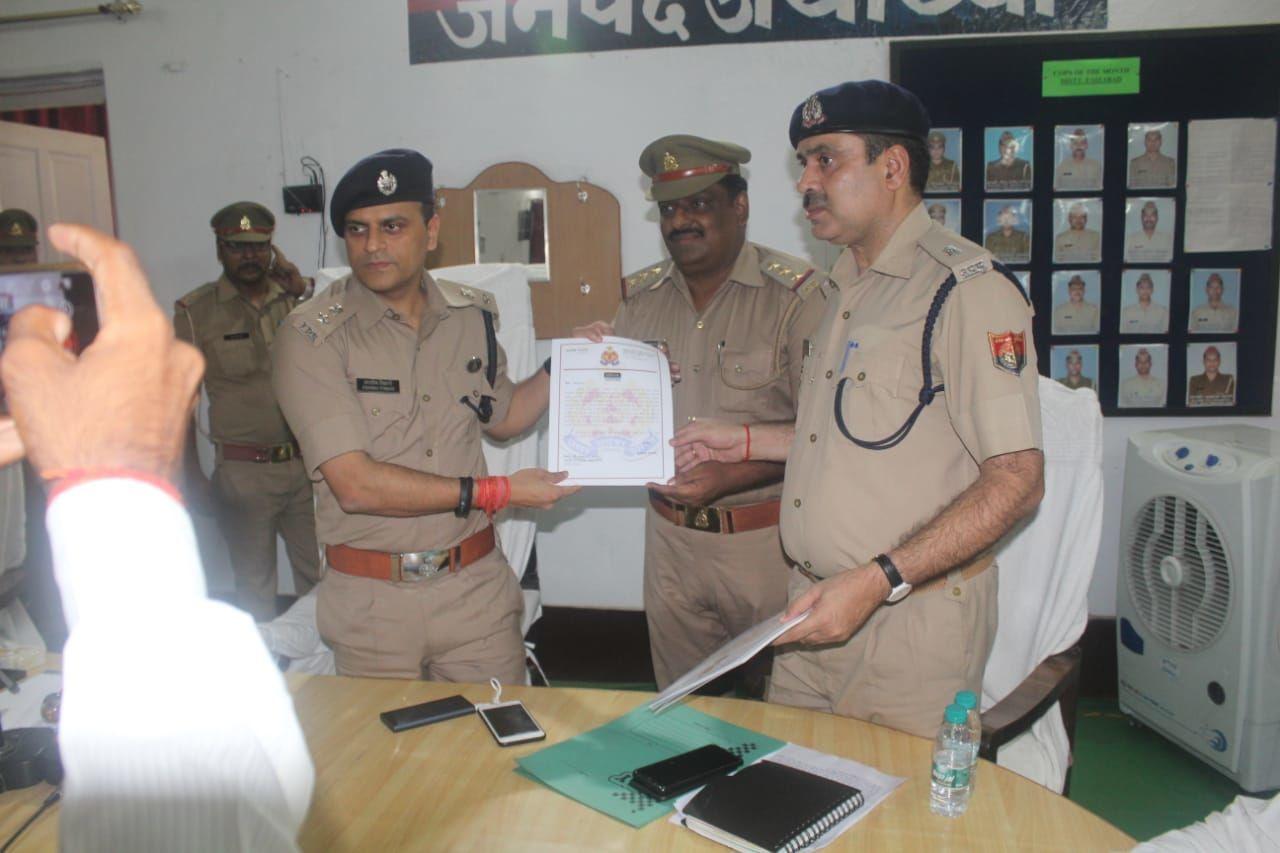 अंतर्जनपदीय शूटरों को पकड़ने पर एसएसपी ने प्रभारी निरीक्षक समेत पुलिस कर्मियों को किया सम्मानित