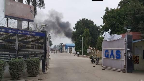 उन्नाव में हिंदुस्तान पेट्रोलियम प्लांट का टैंक फटा, मचा हडकम्प लोग भागने लगे