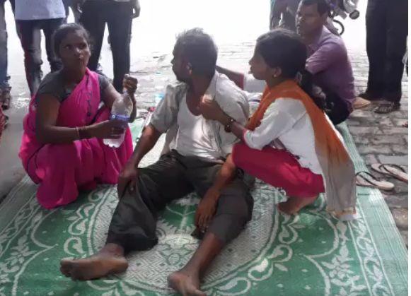हरदोई में प्रेमी को प्रेमिका के घर में जलाया, खबर सुनकर प्रेमी की माँ की अस्पताल में मौत