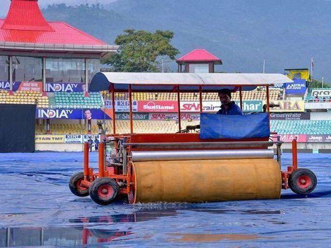 INDvsSA 1st टी-20: धर्मशाला में अभी भी हो रही है भारी बारिश, धर्मसंकट में फसे फैंस अब क्या होगा?