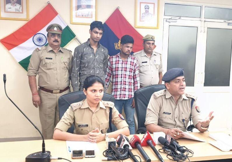 बिसरख कोतवाली पुलिस ने लूट व चोरी करने वाले दो बदमाशों को किया गिरफ्तार