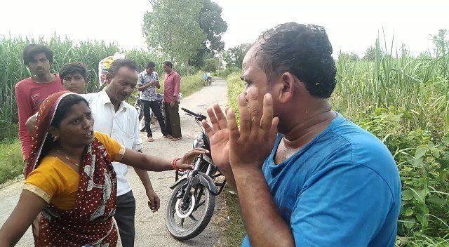 बिजनौर में छात्रा के परिजनों ने मंजनू की जमकर की पिटाई