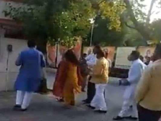 दिल्ली में बीजेपी नेता ने दफ्तर में पत्नी को जड़ा थप्पड़, महरौली जिला अध्यक्ष पद से हटाए गए