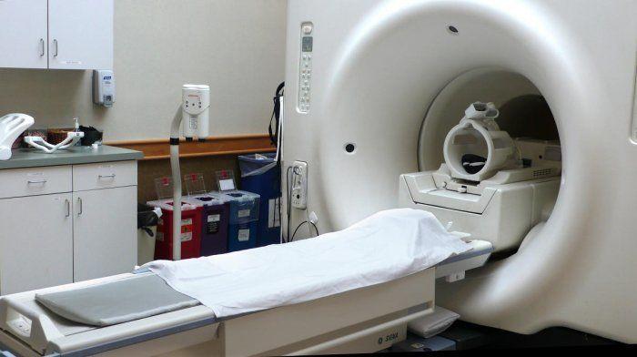 मरीज को MRI मशीन में डालकर भूल गया हॉस्पिटल स्टाफ, सांस टूटने लगी तो खुद निकले बाहर