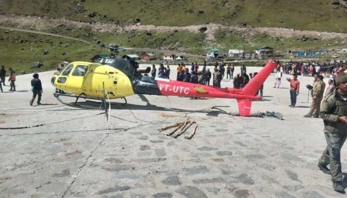 केदारनाथ में हेलीपैड पर हेलीकॉप्टर हुआ क्रैश