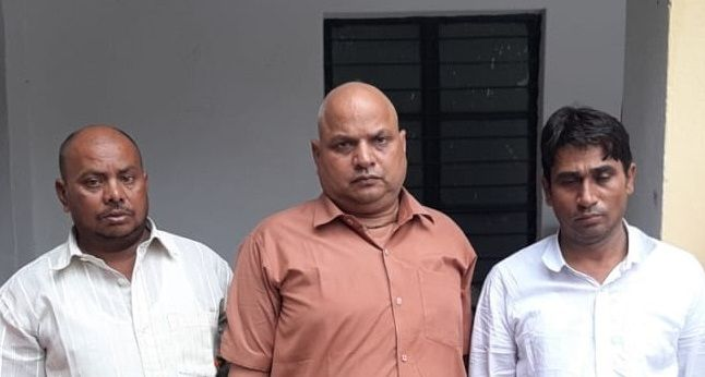 यूपी STF की बड़ी कामयाबी, 1 फर्जी अध्यापक सहित 5 गिरफ्तार