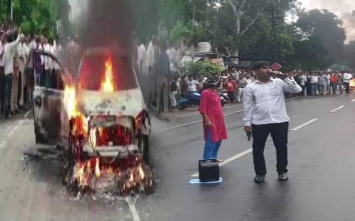 मथुरा में हाईवोल्टेज ड्रामा, SSP दफ्तर के बाहर फूंकी कार, बीच सड़क चलाईं गोलियां