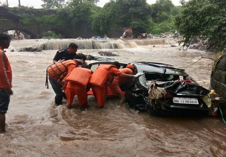 महाराष्ट्र में बारिश का कहर : पुणे में 24 घंटे में भारी बारिश का अलर्ट, 10 की मौत; स्कूल-कॉलेजों की छुट्टी